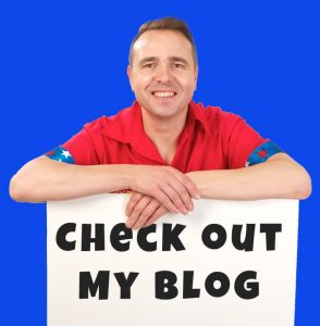 Entertainer Sill Scott show his blog sign