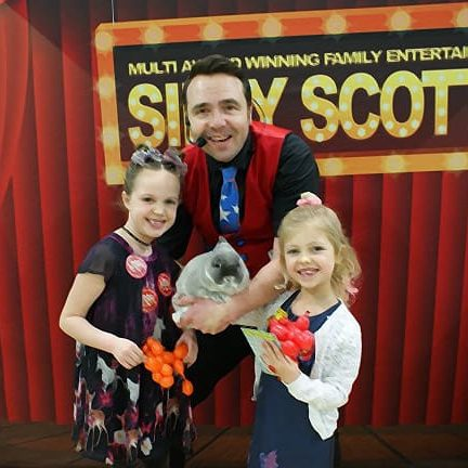 Childrens entertainer Portsmouth and Children's magician Silly Scott entertaining children